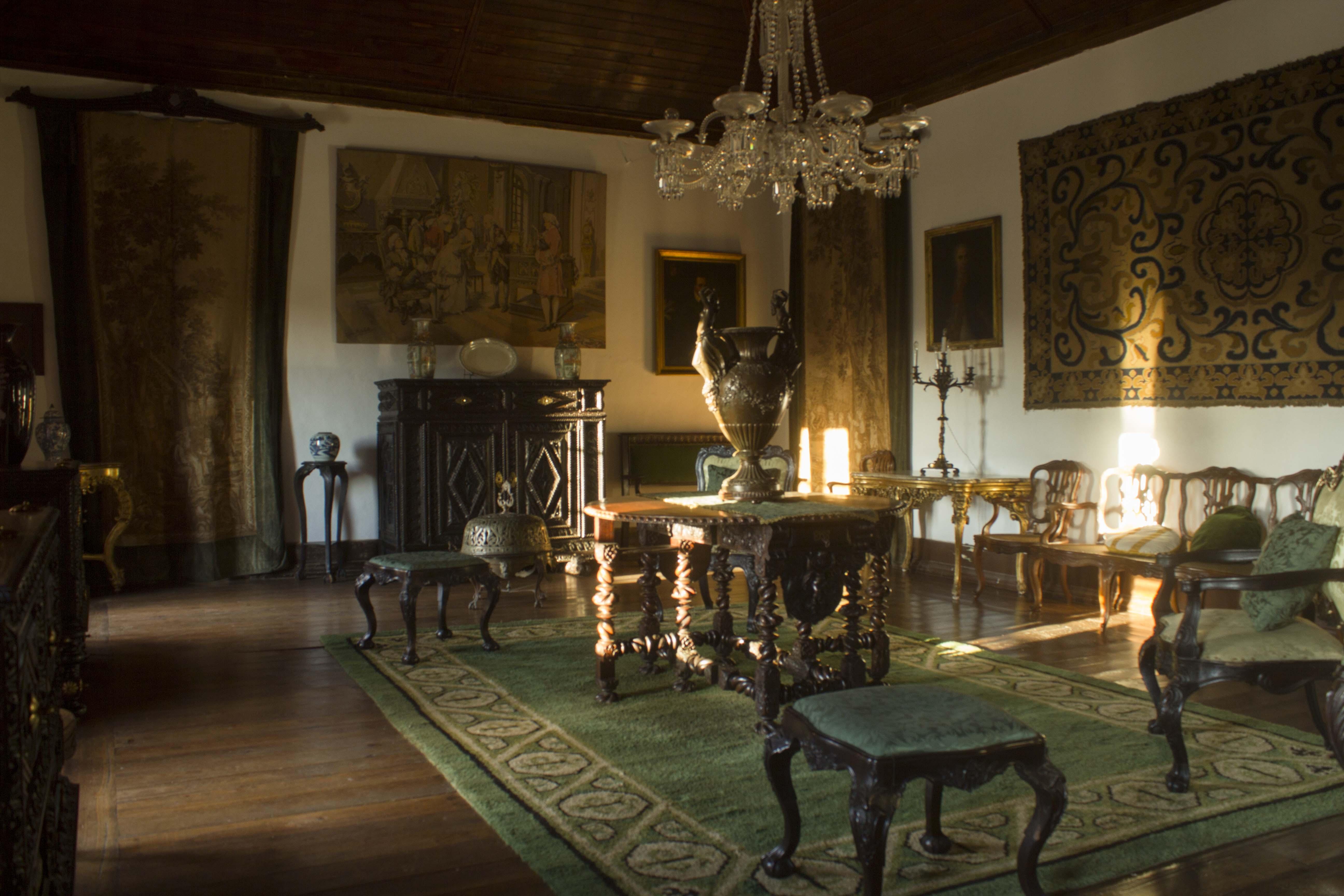 Conheça um pouco mais <br /> do ambiente único da <br /> Casa Família Oliveira<br /> Guimarães.